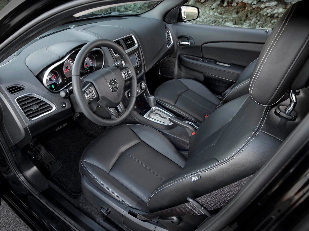 2016-dodge-avenger-latest-technology
