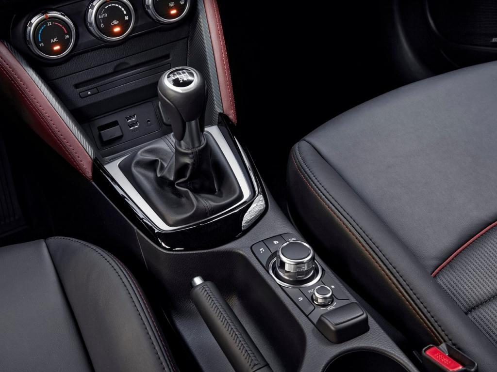 2017-mazda-cx3-gearbox
