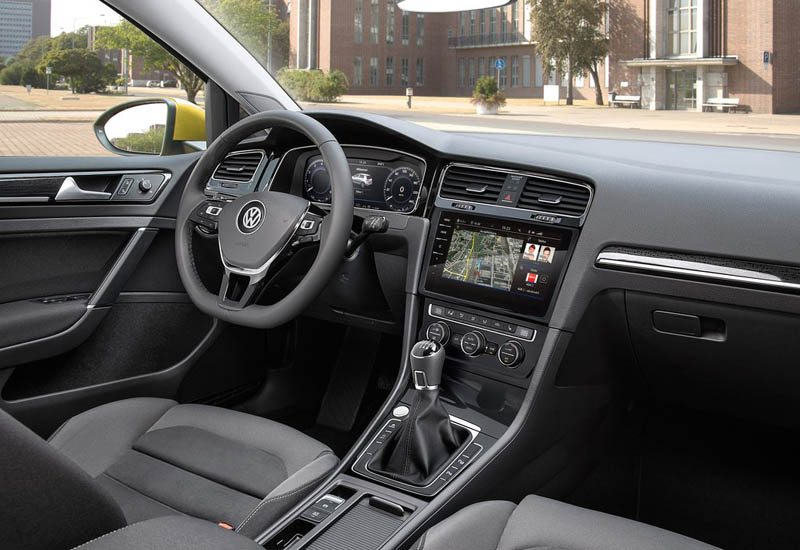 volkswagen-golf-2017-interior