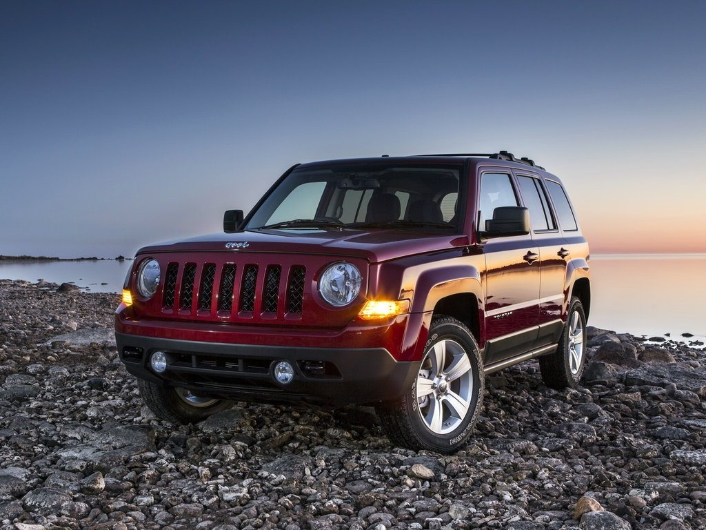 2016 jeep patriot old heart with a new body. Black Bedroom Furniture Sets. Home Design Ideas