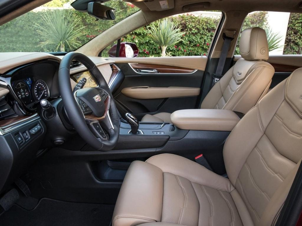 2017-cadillac-xt5-interior