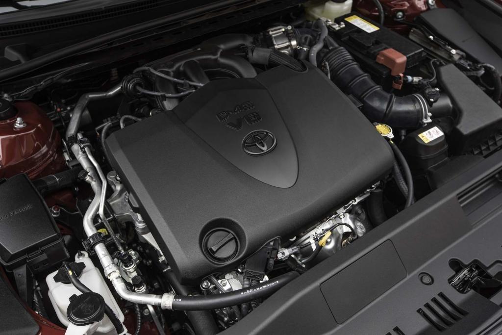 2018-Toyota-Camry-engine