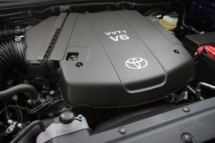 2018-Toyota-Tacoma-engine