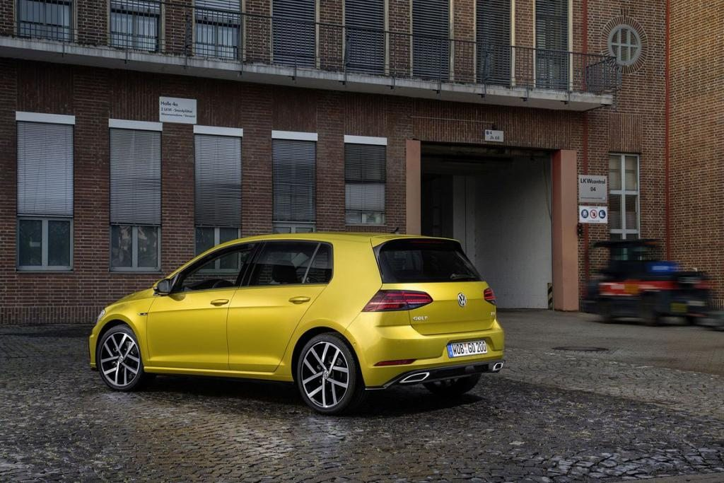 2018-volkswagen-golf-rear
