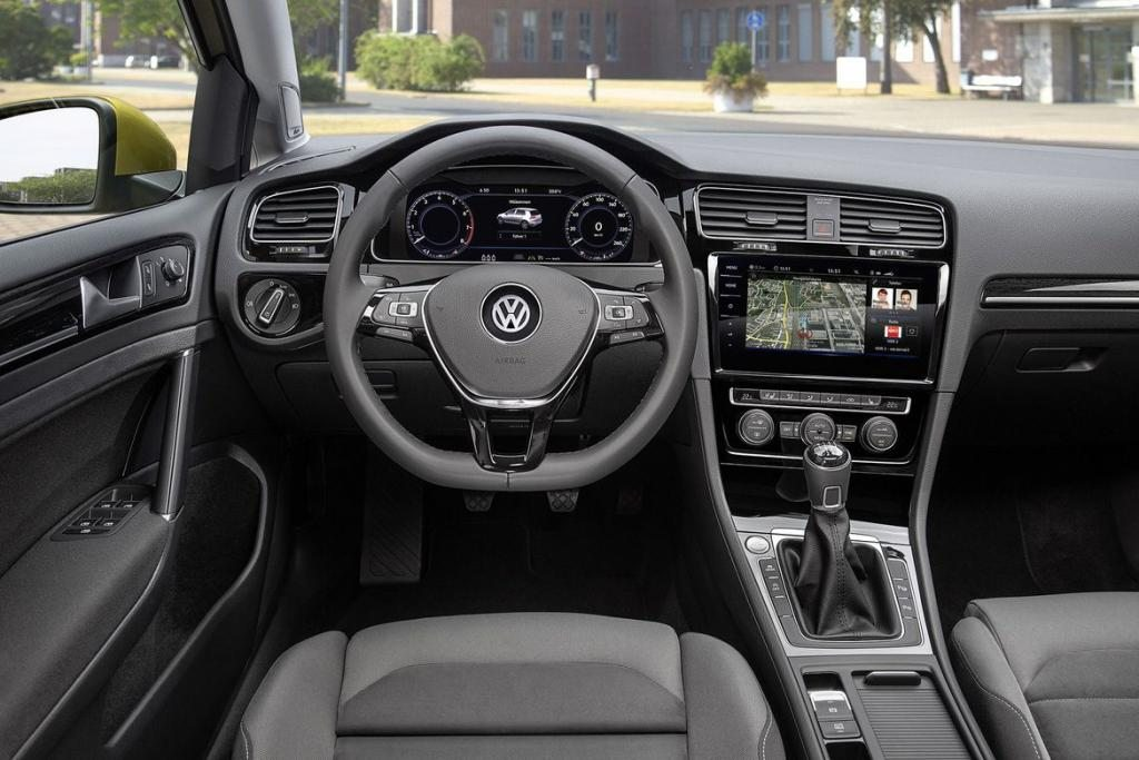 2018-volkswagen-golf-interior