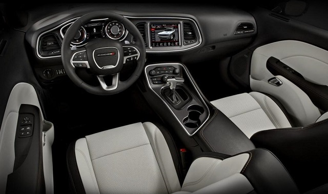 2019-Dodge-Charger-interior